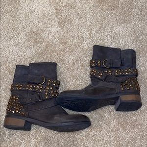 GREAT CONDITION Dirty Laundry Gray/Brown Boots